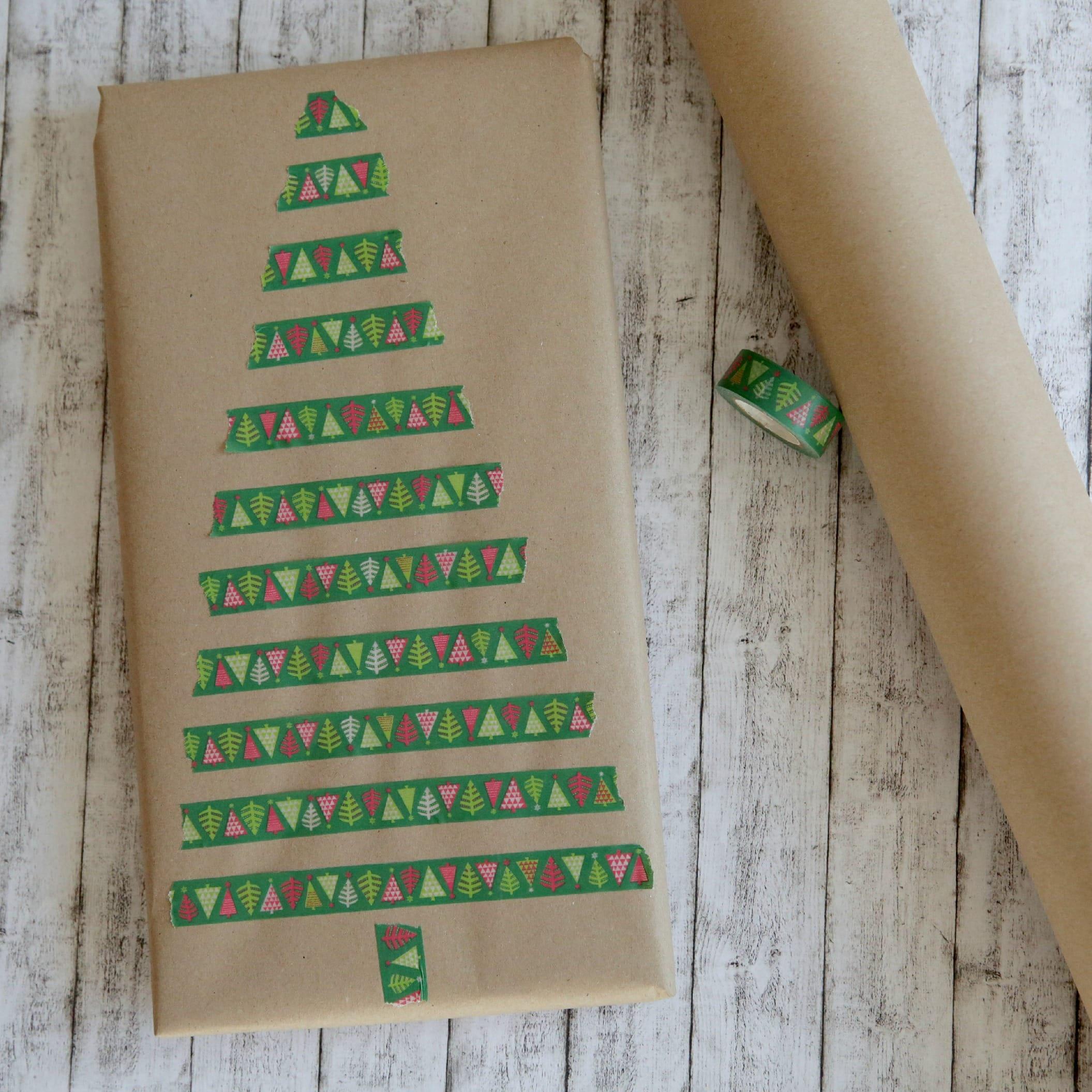 Geschenke verpacken mit Packpapier Tannenbaum