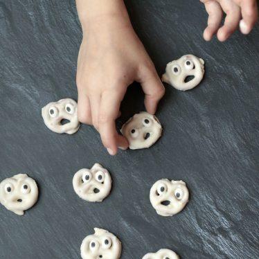 Buhuuuu! Kleine Brezel-Geister und was wir sonst noch so an Halloween essen