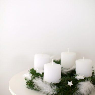 Schont die Vorweihnachtsnerven: ein maximal minimalistischer Adventskranz