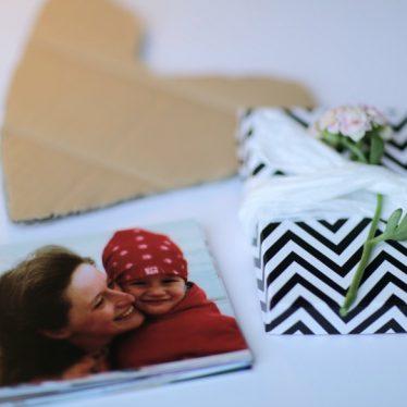 Eine Schachtel voller Aaahs und Ooohs – und diese Fotobox als Gruß zum Muttertag ist auch noch ganz schnell fertig!
