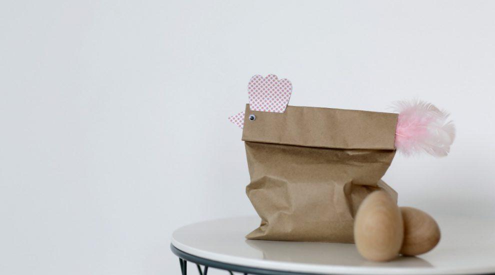 Osternest basteln: das supereasy Tüten-Huhn