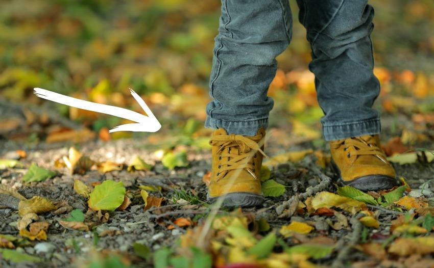 Herbstspaziergang: gewinnt ein Paar Richter Schuhe Mutti